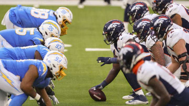 INGLEWOOD, CALIFORNIA - DECEMBER 27: Lloyd Cushenberry #79 of the Denver Broncos waits to snap the ball against the Los Angeles Chargers during the fourth quarter at SoFi Stadium on December 27, 2020 in Inglewood, California. (Photo by Joe Scarnici/Getty Images)