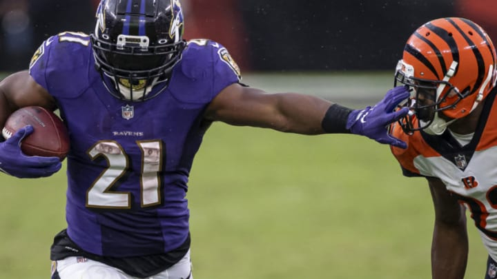 BALTIMORE, MD - OCTOBER 11: Mark Ingram #21 of the Baltimore Ravens stiff-arms William Jackson #22 of the Cincinnati Bengals during the second half at M&T Bank Stadium on October 11, 2020 in Baltimore, Maryland. (Photo by Scott Taetsch/Getty Images)