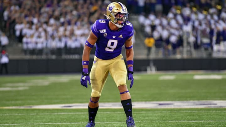 SEATTLE, WASHINGTON - SEPTEMBER 07: Joe Tryon #9 of the Washington Huskies reads the California Golden Bears offense during the game at Husky Stadium on September 07, 2019 in Seattle, Washington. (Photo by Alika Jenner/Getty Images)