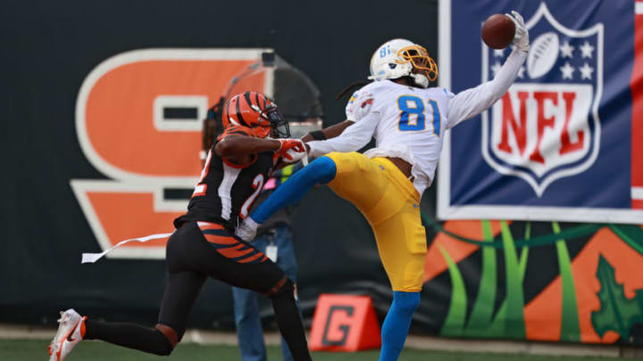 CINCINNATI, OHIO - SEPTEMBER 13: Wide receiver Mike Williams #81 of the Los Angeles Chargers cannot make a catch in front cornerback William Jackson #22 of the Cincinnati Bengals during the second half at Paul Brown Stadium on September 13, 2020 in Cincinnati, Ohio. (Photo by Bobby Ellis/Getty Images)