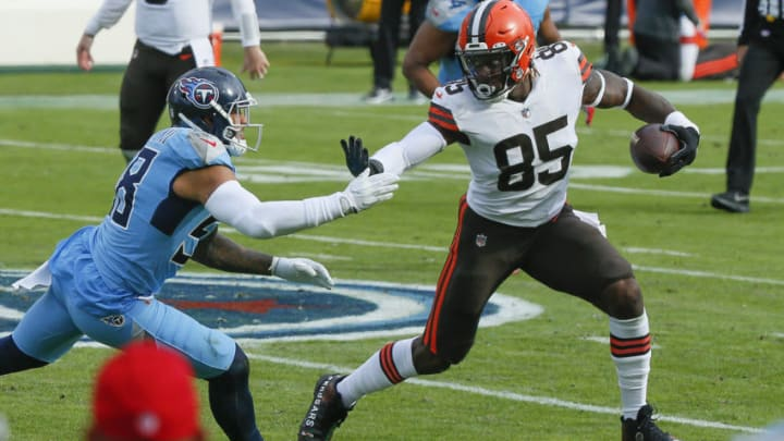 NASHVILLE, TENNESSEE - DECEMBER 06: David Njoku #85 of the Cleveland Browns plays against the Tennessee Titans at Nissan Stadium on December 06, 2020 in Nashville, Tennessee. (Photo by Frederick Breedon/Getty Images)