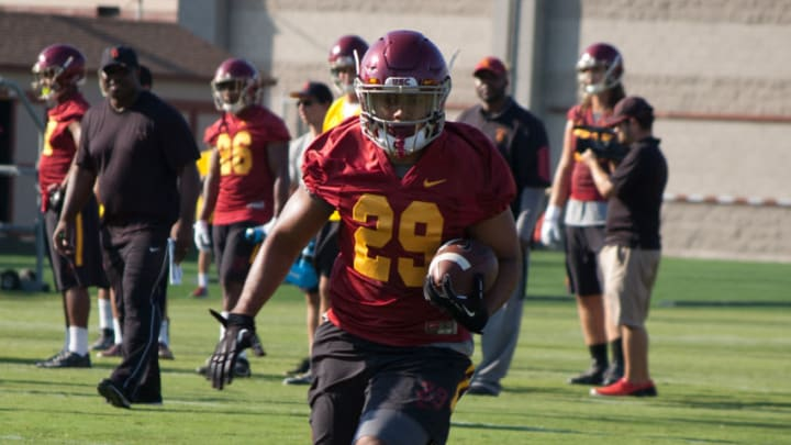 USC football running back Vavae Malepeai practices at Howard Jones Field. (Alicia de Artola/Reign of Troy)