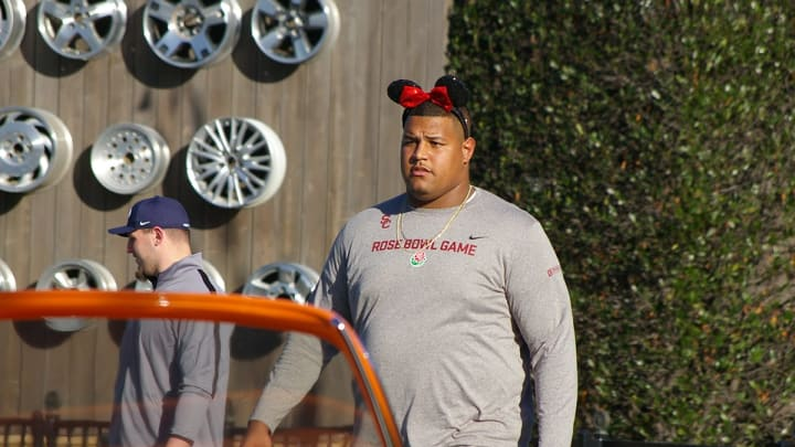 USC's Zach Banner at Disneyland's California Adventure during Rose Bowl week. (Alicia de Artola/Reign of Troy)