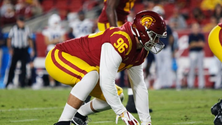 USC football needs reinforcements at defensive end. (Alicia de Artola/Reign of Troy)