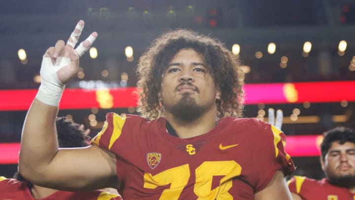 USC football's Jay Tufele strikes a Fight On pose. (Alicia de Artola/Reign of Troy)