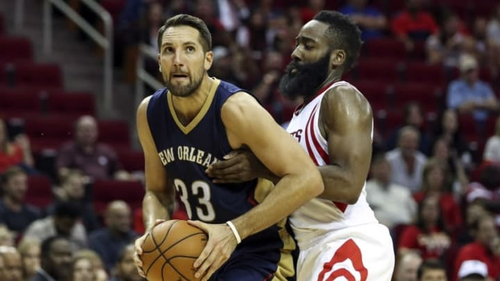 Oct 19, 2015; Houston, TX, USA; New Orleans Pelicans forward Ryan Anderson (33) drives the ball during the third quarter as Houston Rockets guard James Harden (13) defends at Toyota Center. The Rockets defeated the Pelicans 120-100. Mandatory Credit: Troy Taormina-USA TODAY Sports