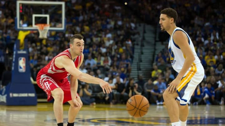 Oct 15, 2015; Oakland, CA, USA; Houston Rockets forward Sam Dekker (7) passes the ball against Golden State Warriors guard Klay Thompson (11) during the second quarter at Oracle Arena. Mandatory Credit: Kelley L Cox-USA TODAY Sports