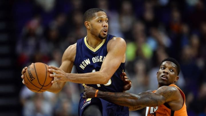 Dec 18, 2015; Phoenix, AZ, USA; New Orleans Pelicans guard Eric Gordon (10) is guarded by Phoenix Suns guard Eric Bledsoe (2) during the first half at Talking Stick Resort Arena. The Suns won 104-88. Mandatory Credit: Joe Camporeale-USA TODAY Sports