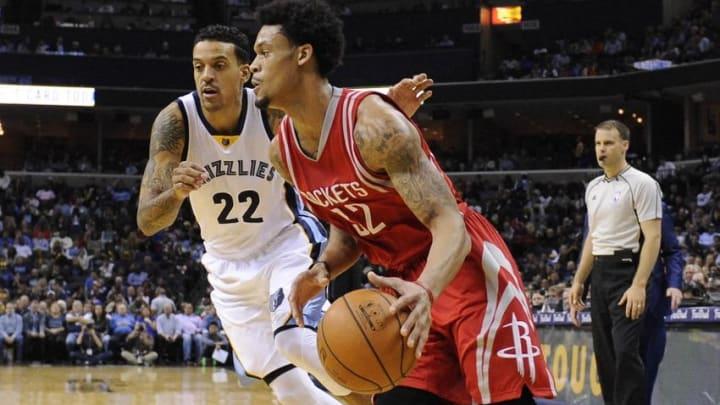 Nov 20, 2015; Memphis, TN, USA; Memphis Grizzlies forward Matt Barnes (22) guards Houston Rockets guard K.J. McDaniels (32) during the second half at FedExForum. Memphis Grizzlies beat Houston Rockets 96-84. Mandatory Credit: Justin Ford-USA TODAY Sports