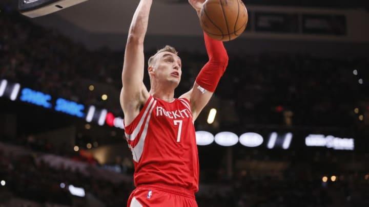 Oct 21, 2016; San Antonio, TX, USA; Houston Rockets small forward Sam Dekker (7) dunks the ball against the San Antonio Spurs during the second half at AT&T Center. Mandatory Credit: Soobum Im-USA TODAY Sports
