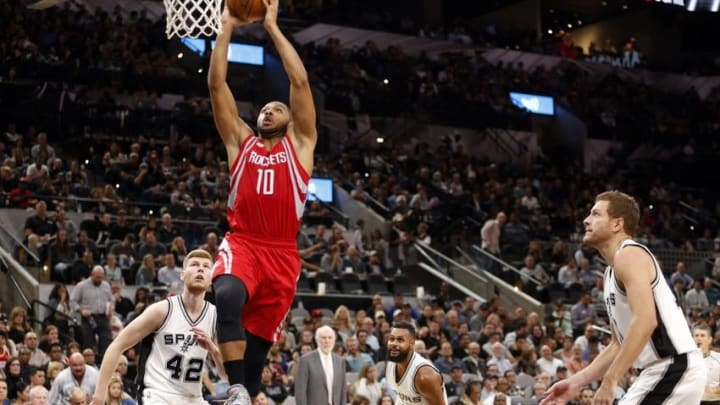 Nov 9, 2016; San Antonio, TX, USA; Houston Rockets shooting guard Eric Gordon (10) dunks the ball against the San Antonio Spurs during the second half at AT&T Center. Mandatory Credit: Soobum Im-USA TODAY Sports