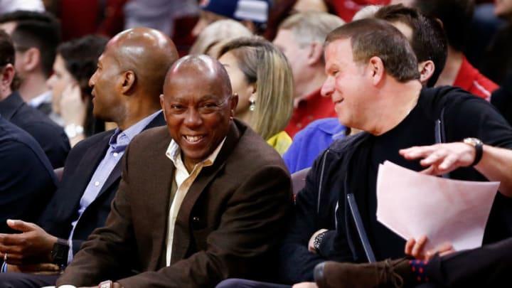 Houston mayor Sylvester Turner talks with Houston Rockets owner Tilman Fertitta (Photo by Bob Levey/Getty Images)