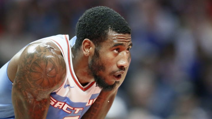 Iman Shumpert #9 of the Sacramento Kings looks on against the LA Clippers (Photo by Chris Elise/NBAE via Getty Images)