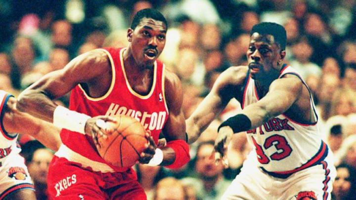 Houston Rockets Hakeem Olajuwon (Photo by BOB STRONG / AFP via Getty Images)