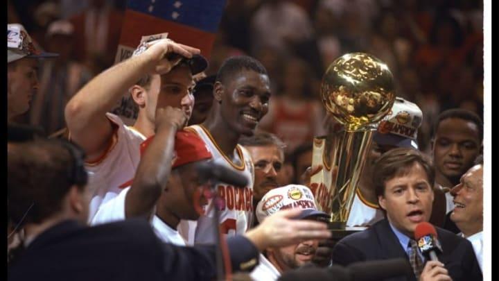 Houston Rockets Hakeem Olajuwon Mandatory Credit: Allsport /Allsport Mandatory Credit: Allsport /Al