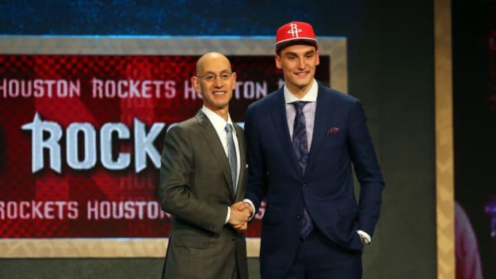 Sam Dekker Houston Rockets, Adam Silver (Photo by Elsa/Getty Images)