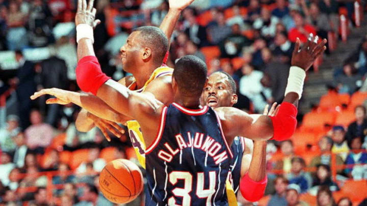 Houston Rockets Hakeem Olajuwon (Photo credit should read HECTOR MATA/AFP via Getty Images)
