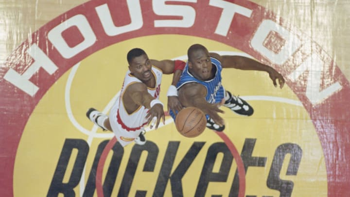 Hakeem Olajuwon Shaquille O'Neal (Photo by Allsport/Getty Images)