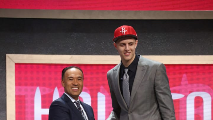 BROOKLYN, NY - JUNE 22: Isaiah Hartenstein shakes hands with Deputy Commissioner Mark Tatum after being selected number overall by the Houston Rockets during the 2017 NBA Draft on June 22, 2017 at Barclays Center in Brooklyn, New York. NOTE TO USER: User expressly acknowledges and agrees that, by downloading and or using this photograph, User is consenting to the terms and conditions of the Getty Images License Agreement. Mandatory Copyright Notice: Copyright 2017 NBAE (Photo by Nathaniel S. Butler /NBAE via Getty Images)