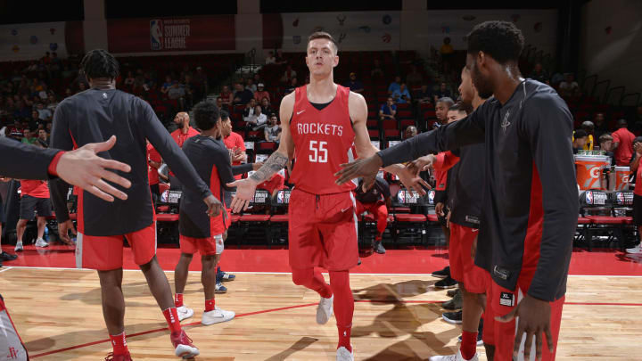 LAS VEGAS, NV – JULY 6: Isaiah Hartenstein #55 of the Houston Rockets is introduced before the game against the Indiana Pacers during the 2018 Las Vegas Summer League on July 6, 2018 at the Cox Pavilion in Las Vegas, Nevada. NOTE TO USER: User expressly acknowledges and agrees that, by downloading and/or using this photograph, user is consenting to the terms and conditions of the Getty Images License Agreement. Mandatory Copyright Notice: Copyright 2018 NBAE (Photo by David Dow/NBAE via Getty Images)