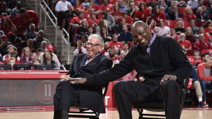 HOUSTON, TX - FEBRUARY 3: Houston Rockets owner Leslie Alexander and Hakeem Olajuwon share a laugh during Yao Ming's jersey retirement ceremony at halftime of the game between the Houston Rockets and the Chicago Bulls on February 3, 2017 at the Toyota Center in Houston, Texas. NOTE TO USER: User expressly acknowledges and agrees that, by downloading and or using this photograph, User is consenting to the terms and conditions of the Getty Images License Agreement. Mandatory Copyright Notice: Copyright 2017 NBAE (Photo by Bill Baptist/NBAE via Getty Images)