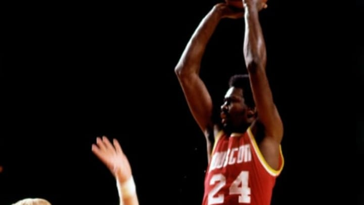 MILWAUKEE – 1977: Moses Malone #24 of the Houston Rockets goes up for a shot against the Milwaukee Bucks during the 1977 season at the MECCA Arena in Milwaukee, Wisconsin. NOTE TO USER: User expressly acknowledges that, by downloading and or using this photograph, User is consenting to the terms and conditions of the Getty Images License agreement. Mandatory Copyright Notice: Copyright 1977 NBAE (Photo by Vernon Biever/NBAE via Getty Images)