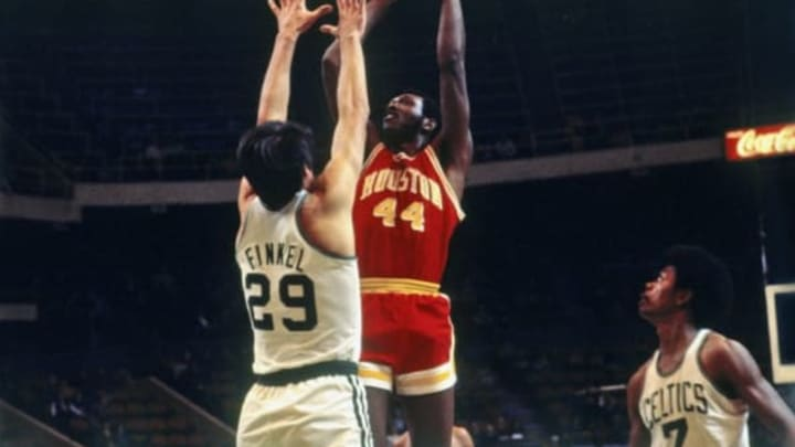 BOSTON – 1971: Elvin Hayes #44 of the Houston Rockets goes up for a shot against Henry Finkel #29 of the Boston Celtics during a game played in 1971 at the Boston Garden in Boston, Massachusetts. NOTE TO USER: User expressly acknowledges and agrees that, by downloading and or using this photograph, User is consenting to the terms and conditions of the Getty Images License Agreement. Mandatory Copyright Notice: Copyright 1971 NBAE (Photo by Dick Raphael/NBAE via Getty Images)