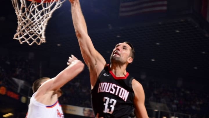 PHOENIX, AZ - JANUARY 12: Ryan Anderson #33 of the Houston Rockets dunks the ball during the game against the Phoenix Suns on January 12, 2018 at Talking Stick Resort Arena in Phoenix, Arizona. NOTE TO USER: User expressly acknowledges and agrees that, by downloading and or using this photograph, user is consenting to the terms and conditions of the Getty Images License Agreement. Mandatory Copyright Notice: Copyright 2018 NBAE (Photo by Barry Gossage/NBAE via Getty Images)