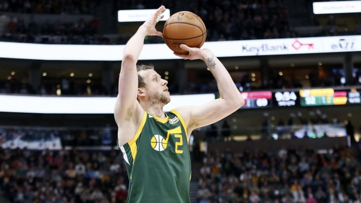 Joe Ingles #2 of the Utah Jazz shoots the ball against the Houston Rockets (Photo by Chris Elise/NBAE via Getty Images)