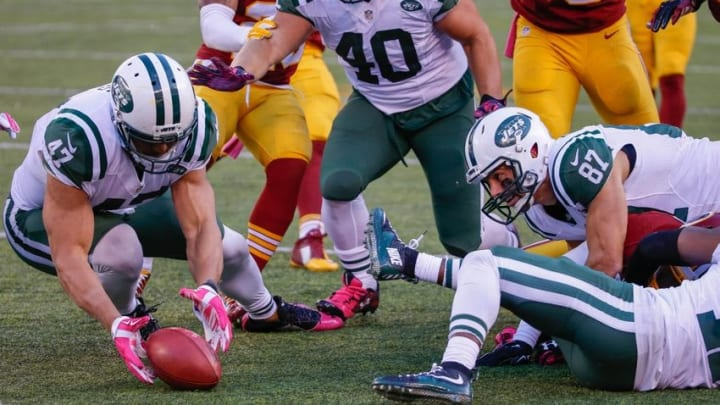 Oct 18, 2015; East Rutherford, NJ, USA; New York Jets tight end Kellen Davis (47) recovers an onside kick in the second half against the Washington Redskins at MetLife Stadium. The Jets won 34-20. Mandatory Credit: Vincent Carchietta-USA TODAY Sports