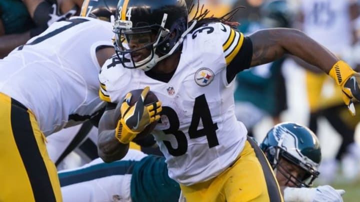Sep 25, 2016; Philadelphia, PA, USA; Pittsburgh Steelers running back DeAngelo Williams (34) runs with the ball against the Philadelphia Eagles during the second quarter at Lincoln Financial Field. The Philadelphia Eagles won 34-3. Mandatory Credit: Bill Streicher-USA TODAY Sports