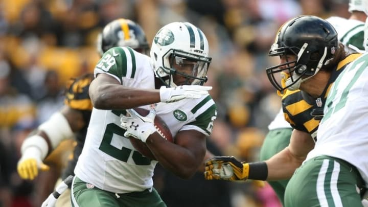 Oct 9, 2016; Pittsburgh, PA, USA; New York Jets running back Bilal Powell (29) runs the ball against the Pittsburgh Steelers during the second half of their game at Heinz Field. The Steelers won, 31-13. Mandatory Credit: Jason Bridge-USA TODAY Sports