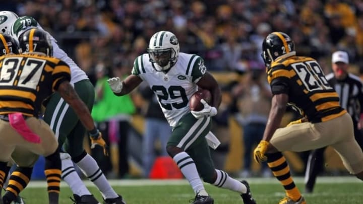 Oct 9, 2016; Pittsburgh, PA, USA; New York Jets running back Bilal Powell (29) runs the ball against Pittsburgh Steelers safety Sean Davis (28) and safety Jordan Dangerfield (37) during the second half of their game at Heinz Field. The Steelers won, 31-13. Mandatory Credit: Jason Bridge-USA TODAY Sports