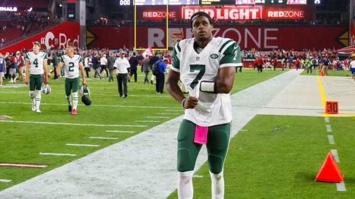 Oct 17, 2016; Glendale, AZ, USA; New York Jets quarterback Geno Smith (7) leaves the field following the game against the Arizona Cardinals at University of Phoenix Stadium. The Cardinals defeated the Jets 28-3. Mandatory Credit: Mark J. Rebilas-USA TODAY Sports