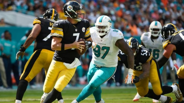 Oct 16, 2016; Miami Gardens, FL, USA; Pittsburgh Steelers quarterback Ben Roethlisberger (7) scrambles in the pocket during the first inning against the Pittsburgh Steelers at Hard Rock Stadium. Mandatory Credit: Steve Mitchell-USA TODAY Sports