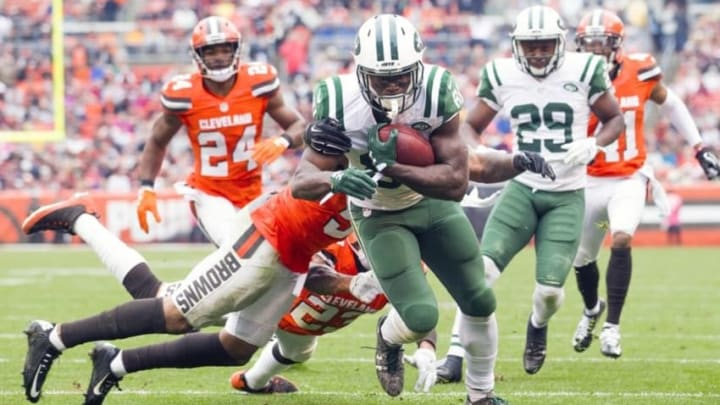 Oct 30, 2016; Cleveland, OH, USA; New York Jets wide receiver Quincy Enunwa (81) runs to the end zone for a touchdown during the third quarter against the Cleveland Browns at FirstEnergy Stadium. The Jets won 31-28. Mandatory Credit: Scott R. Galvin-USA TODAY Sports