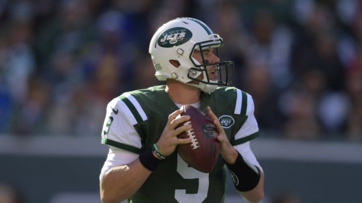 Nov 13, 2016; East Rutherford, NJ, USA; New York Jets quarterback Bryce Petty (9) throws a pass against the Los Angeles Rams at MetLife Stadium. Mandatory Credit: Kirby Lee-USA TODAY Sports