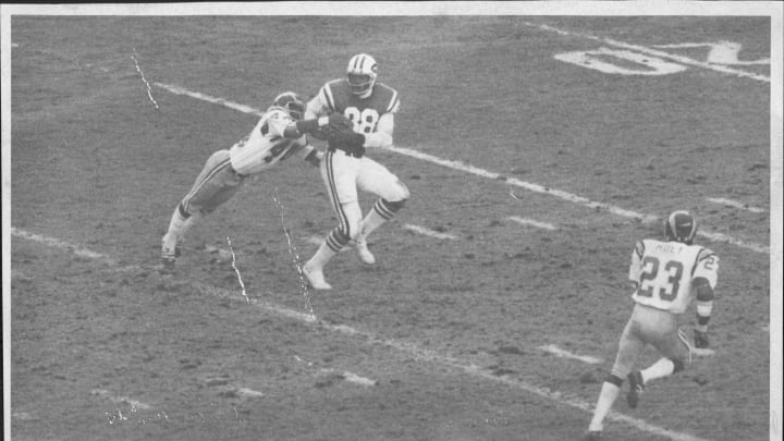 Rich Caster holds Joe Namath's pass despite Chris Fletcher's efforts. December 01, 1974. (Photo by William N. Jacobellis/New York Post Archives /(c) NYP Holdings, Inc. via Getty Images)