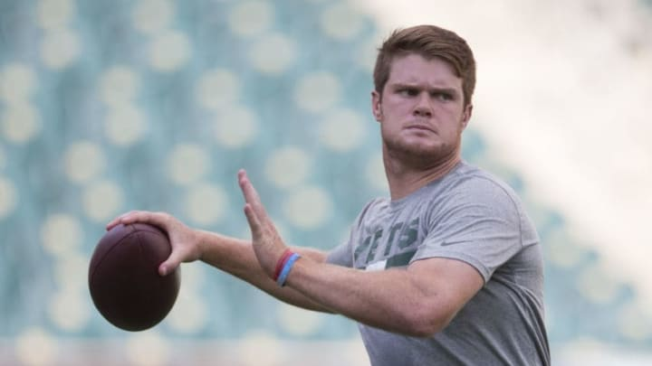 PHILADELPHIA, PA - AUGUST 30: Sam Darnold #14 of the New York Jets warms up prior to the preseason game against the Philadelphia Eagles at Lincoln Financial Field on August 30, 2018 in Philadelphia, Pennsylvania. (Photo by Mitchell Leff/Getty Images)