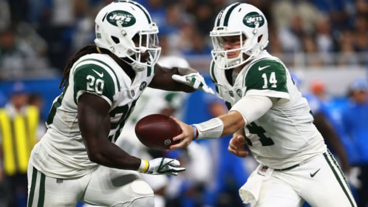 DETROIT, MI - SEPTEMBER 10: Sam Darnold #14 of the New York Jets hands the ball off to Isaiah Crowell #20 of the New York Jets in the second half against the Detroit Lions at Ford Field on September 10, 2018 in Detroit, Michigan. (Photo by Rey Del Rio/Getty Images)