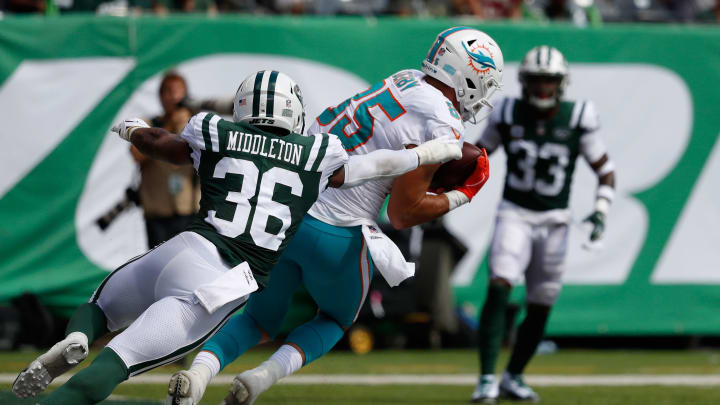 EAST RUTHERFORD, NJ – SEPTEMBER 16: Tight end A.J. Derby #85 of the Miami Dolphins makes a catch for at touchdown against defensive back Doug Middleton #36 of the New York Jets in the second quarter during the first half at MetLife Stadium on September 16, 2018 in East Rutherford, New Jersey. (Photo by Michael Owens/Getty Images)