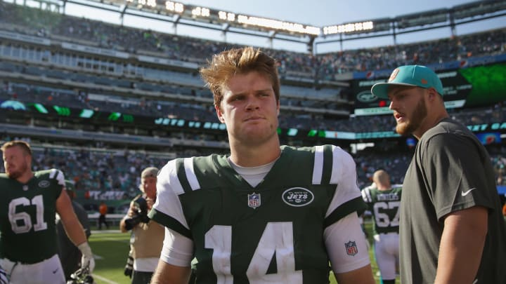 EAST RUTHERFORD, NJ – SEPTEMBER 16: Quarterback Sam Darnold #14 of the New York Jets walks off the field after their 12-20 loss to the Miami Dolphins etLife Stadium on September 16, 2018 in East Rutherford, New Jersey. (Photo by Michael Owens/Getty Images)