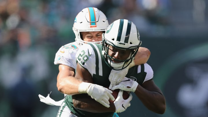 EAST RUTHERFORD, NJ – SEPTEMBER 16: Running back Bilal Powell #29 of the New York Jets carries the ball against linebacker Kiko Alonso #47 of the Miami Dolphins during the second half at MetLife Stadium on September 16, 2018 in East Rutherford, New Jersey. (Photo by Elsa/Getty Images)