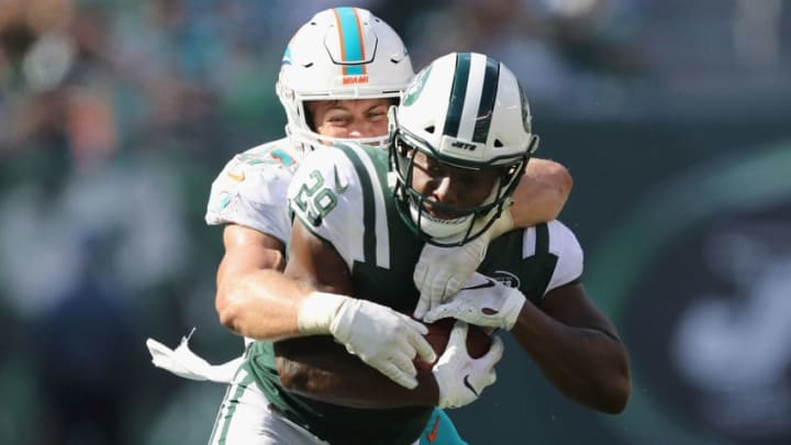 EAST RUTHERFORD, NJ - SEPTEMBER 16: Running back Bilal Powell #29 of the New York Jets carries the ball against linebacker Kiko Alonso #47 of the Miami Dolphins during the second half at MetLife Stadium on September 16, 2018 in East Rutherford, New Jersey. (Photo by Elsa/Getty Images)