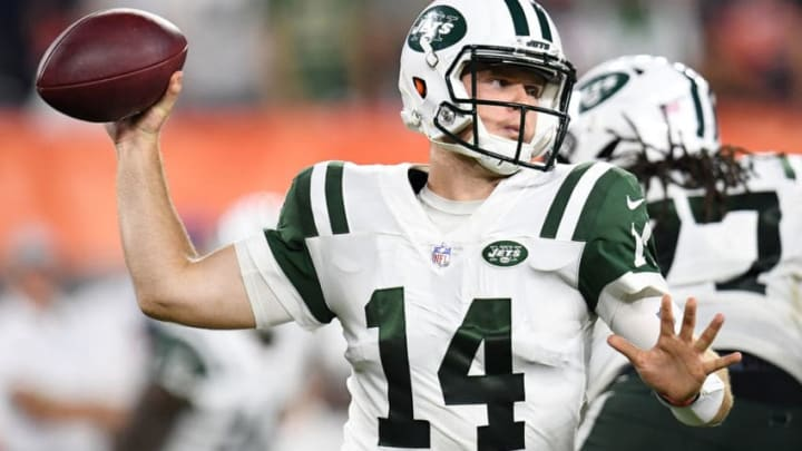 CLEVELAND, OH - SEPTEMBER 20: Sam Darnold #14 of the New York Jets throws a second quarter pass against the Cleveland Browns at FirstEnergy Stadium on September 20, 2018 in Cleveland, Ohio. (Photo by Jason Miller/Getty Images)
