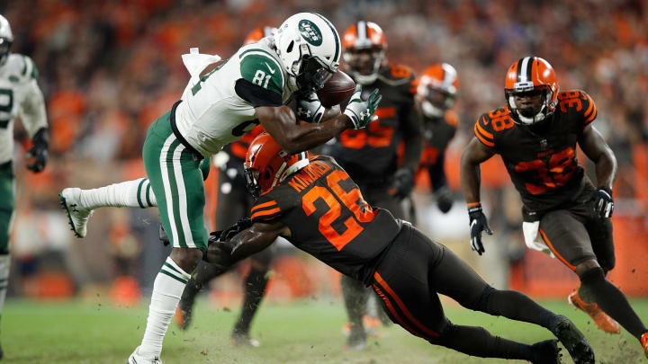 CLEVELAND, OH – SEPTEMBER 20: Quincy Enunwa #81 of the New York Jets gets tripped up by Derrick Kindred #26 of the Cleveland Browns after making a catch for a first down during the fourth quarter at FirstEnergy Stadium on September 20, 2018 in Cleveland, Ohio. (Photo by Joe Robbins/Getty Images)