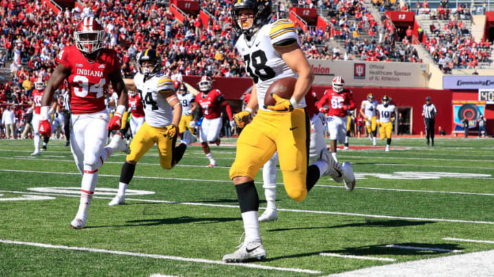 BLOOMINGTON, IN - OCTOBER 13: T.J. Hockenson #38 of the Iowa Hawkeyes runs for a touchdown against the Indiana Hossiers at Memorial Stadium on October 13, 2018 in Bloomington, Indiana. (Photo by Andy Lyons/Getty Images)