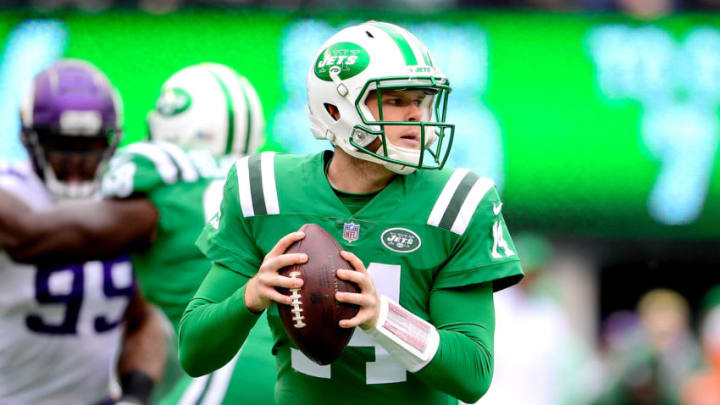 EAST RUTHERFORD, NJ - OCTOBER 21: Sam Darnold #14 of the New York Jets looks to pass during the first quarter against the Minnesota Vikings at MetLife Stadium on October 21, 2018 in East Rutherford, New Jersey. (Photo by Steven Ryan/Getty Images)