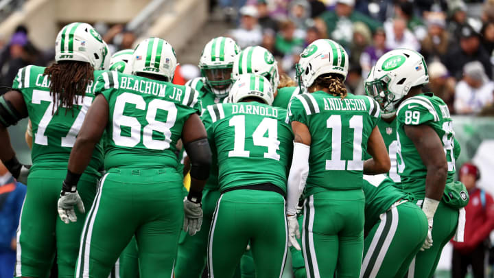 EAST RUTHERFORD, NJ – OCTOBER 21: Sam Darnold #14 of the New York Jets calls a huddle against the Minnesota Vikings during their game at MetLife Stadium on October 21, 2018 in East Rutherford, New Jersey. (Photo by Al Bello/Getty Images)