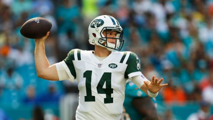 MIAMI, FL - NOVEMBER 04: Sam Darnold #14 of the New York Jets looks to pass against the Miami Dolphins in the first quarter of their game at Hard Rock Stadium on November 4, 2018 in Miami, Florida. (Photo by Michael Reaves/Getty Images)